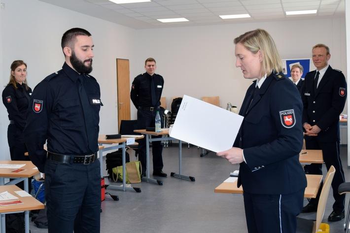 POL-AK NI: Außergewöhnliche Ernennung - Pistorius erfreut über personelle Verstärkung für niedersächsische Polizei