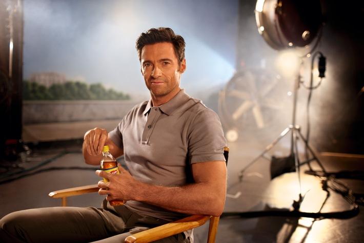 Hugh Jackman trinkt Lipton Ice Tea