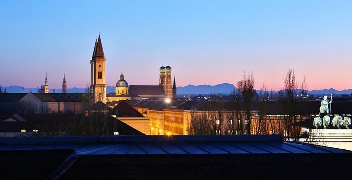 """München Panorama. Weiterer Text über OTS und www.presseportal.de/pm/115169 / Die Verwendung dieses Bildes ist für redaktionelle Zwecke honorarfrei. Veröffentlichung bitte unter Quellenangabe: """"obs/München Tourismus"""""""