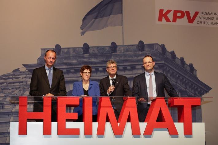 Rennen um CDU-Parteivorsitz: Der KPV-Bundesvorsitzende, Christian Haase MdB, im Gesprch mit den Kandidaten. Weiterer Text ber ots und www.presseportal.de/nr/132840 / Die Verwendung dieses Bildes ist fr redaktionelle Zwecke honorarfrei. Verffentlichung bitte unter Quellenangabe: