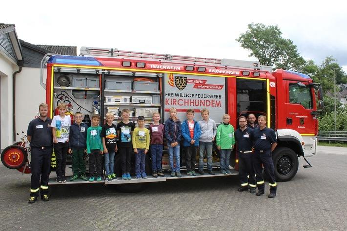 FW-OE: Kinder erleben Einblick in die Feuerwehr