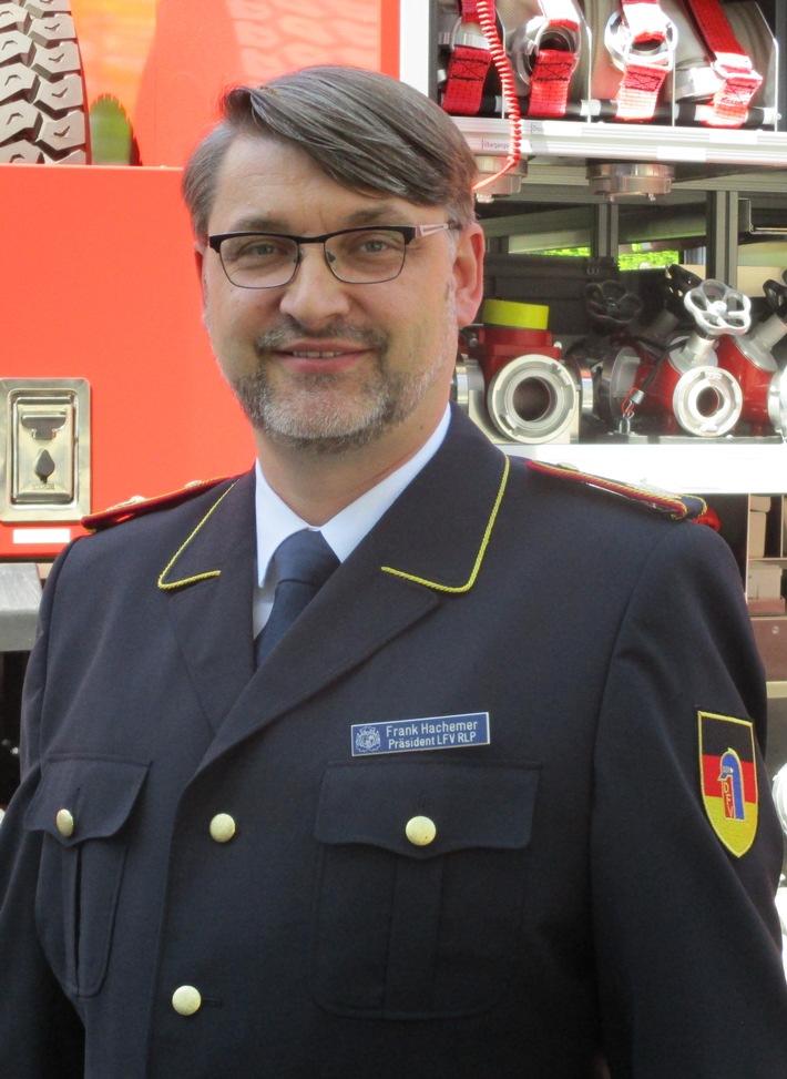 Frank HACHEMER, Vizepräsident des Deutschen Feuerwehrverbandes, warnt vor Vegetationsbränden.