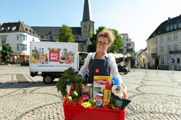 """Online-Supermarkt Picnic startet in Mönchengladbach. Von dem neuen, zentral gelegenen Hub werden 110.000 Haushalte für die Elektro-Vans von Picnic erreichbar sein. So werden bald noch deutlich mehr Verbraucher in Nordrhein-Westfalen ihre Lebensmittel und Produkte des täglichen Bedarfs bei Picnic bestellen können und bekommen diese gratis geliefert. Eine Anmeldung ist ab sofort über die Picnic-App möglich. Weiterer Text über ots und www.presseportal.de/nr/129966 / Die Verwendung dieses Bildes ist für redaktionelle Zwecke honorarfrei. Veröffentlichung bitte unter Quellenangabe: """"obs/Picnic"""""""