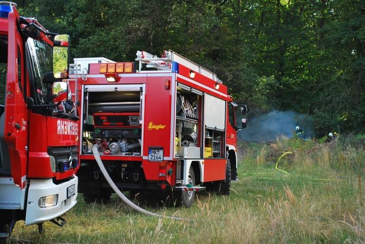 FW-MK: Feuer am Waldrand in Rheinen