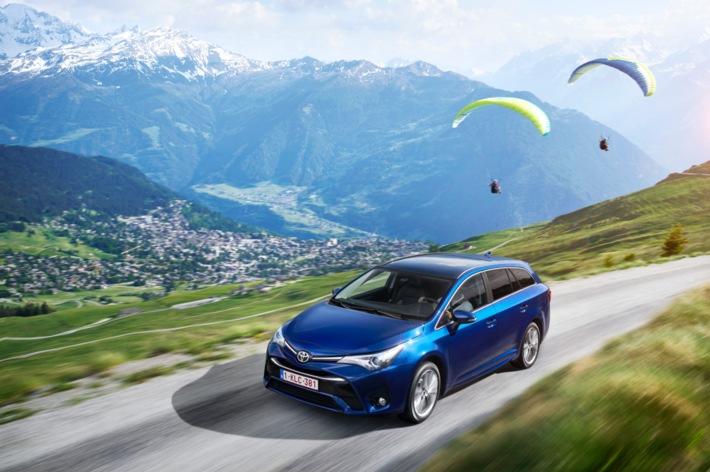 La nuova Toyota Avensis - elegante, dinamica ed efficiente