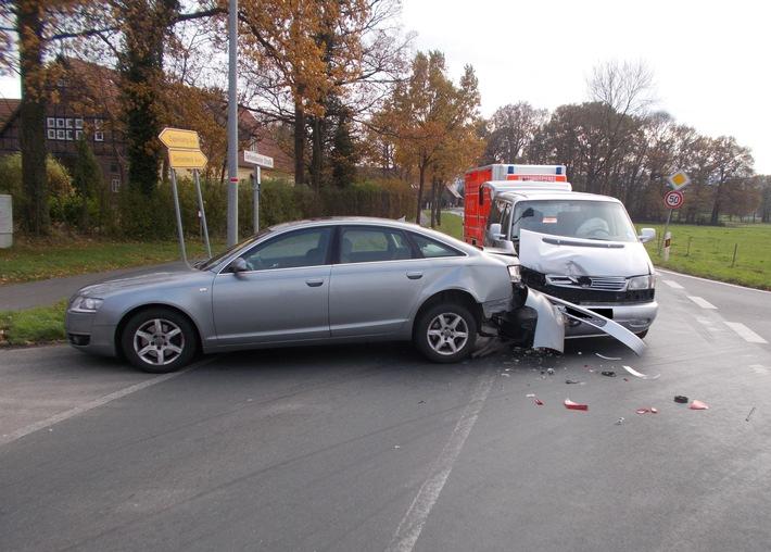 Die Fahrerin des VW fuhr auf den Mercedes auf.