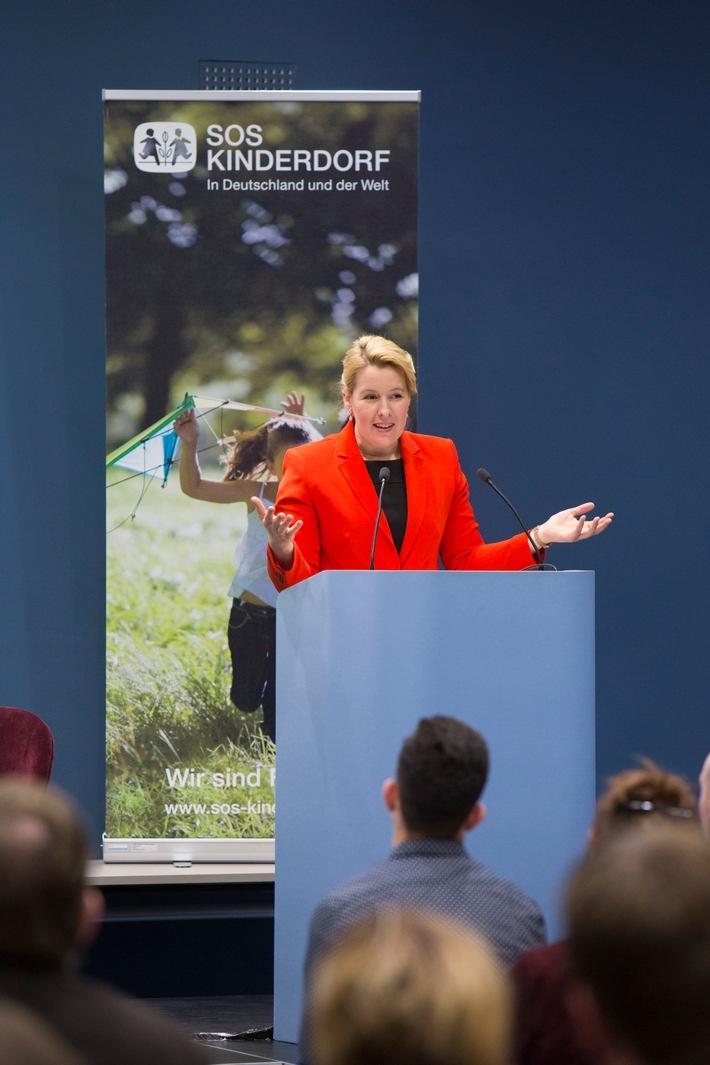 Bundesministerin Giffey spricht auf der Veranstaltung von SOS-Kinderdorf zum Thema Kinderrechte. Weiterer Text ber ots und www.presseportal.de/nr/12506 / Die Verwendung dieses Bildes ist fr redaktionelle Zwecke honorarfrei. Verffentlichung bitte unter Quellenangabe: