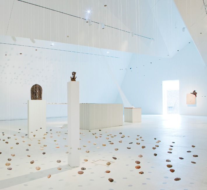 Museo delle culture di Basilea, Svizzera: Sospese - la leggerezza delle pietre / Dal 26 aprile al 15 luglio 2012