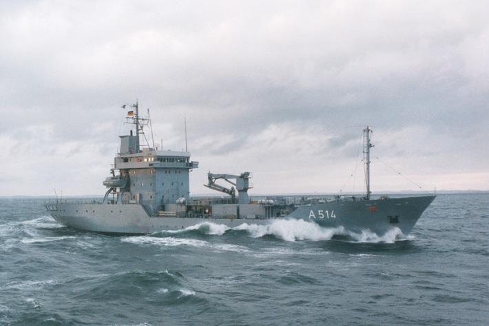 """Archivbild: Der Tender """"Werra"""" in See. Quelle: PIZ Marine."""