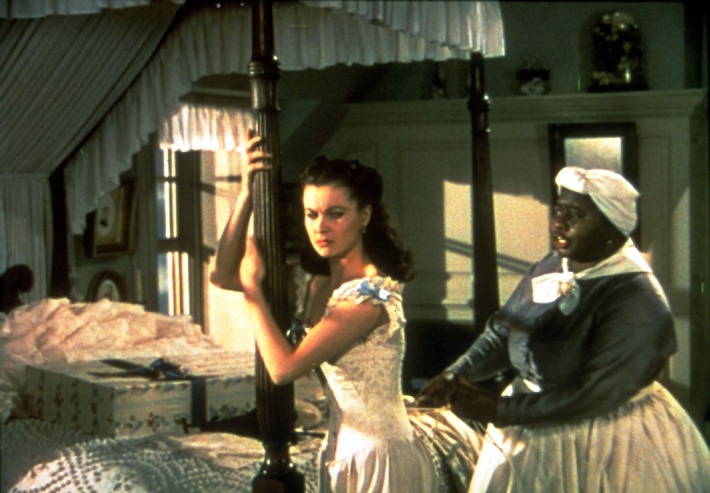"""Vom Winde verweht: """"Da stimmt einfach alles. Das Buch ist gut, die Besetzung ist hervorragend, bis in die kleinsten Nebenrollen. Ich denke da zum Beispiel an Hattie McDaniel, die für ihre Rolle als Scarletts dicke Nanny völlig zu Recht den Oscar als beste Nebendarstellerin bekommen hat"""", sagt TV-Star Barbara Wussow über 'Vom Winde verweht', den Tele 5 an Allerheiligen um 20.15 Uhr zeigt. Im Bild: Hattie McDaniel als Mammy und Vivien Leigh als Scarlett in der größten Liebesgeschichte aller Zeiten. """"Vom Winde verweht"""", 01.11.2007, 20.15 Uhr. Abdruck honorarfrei bei Sendehinweis auf Tele 5 bis 2 Tage nach Ausstrahlung - Gilt auch bei Wdh."""