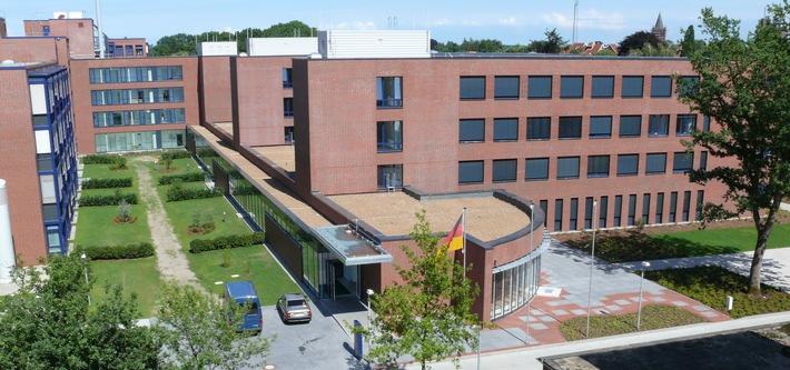 Landesministerin Frau Cornelia Rundt und MdB Herrn Dennis Rohde zu Besuch im Bundeswehrkrankenhaus Westerstede