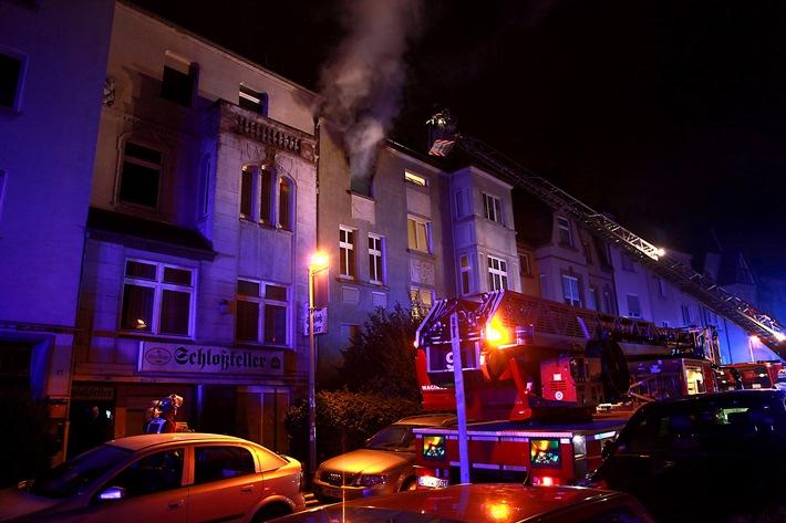 FW-E: Ausgedehnter Wohnungsbrand in Mehrfamilienhaus, Mieter nicht in der Wohnung