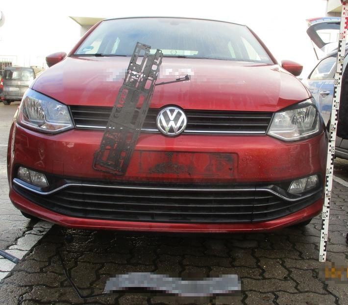 beschädigter VW Polo auf dem Hefehof-Parkplatz