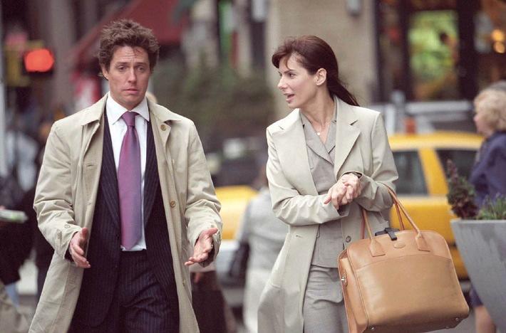 """Liebe auf den letzten Blick: """"Ein Chef zum Verlieben"""" auf ProSieben Die ambitionierte Anwältin Lucy (Sandra Bullock) muss in ihrem neuen Job auch noch das Privatleben ihres Chefs (Hugh Grant) organisieren. Ob Kleidungs- oder Frauenwahl, überall fordert er ihre Hilfe ein. Das garantiert eine Menge Reibereien - aber auch die Chance sich näher zu kommen Ö ProSieben zeigt """"Ein Chef zum Verlieben"""" am Sonntag, 19. März 2006, um 20.15 Uhr zum ersten Mal im Free-TV. Fotomotiv: Hugh Grant, Sandra Bullock Die Fotos dürfen nur bis 21. März 2006 honorarfrei für redaktionelle Zwecke, im Rahmen einer Programmankündigung  und nur mit Copyrightvermerk verwendet werden. Nicht für Online. Spätere Veröffentlichungen sind nur nach Rücksprache und ausdrücklicher Genehmigung der ProSieben Television GmbH möglich. Die Fotos dürfen nicht an Dritte weitergeleitet werden.  Bei Rückfragen wenden Sie sich bitte an: 089/9507-1584. © Warner Bros."""
