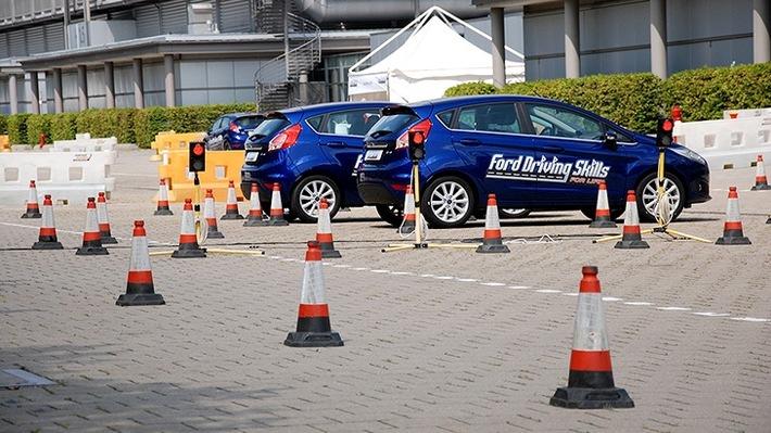 """Fahrsicherheitstraining Ford """"Vorfahrt für Deine Zukunft"""" Weiterer Text über ots und www.presseportal.de/nr/6955 / Die Verwendung dieses Bildes ist für redaktionelle Zwecke honorarfrei. Veröffentlichung bitte unter Quellenangabe: """"obs/Ford-Werke GmbH"""""""