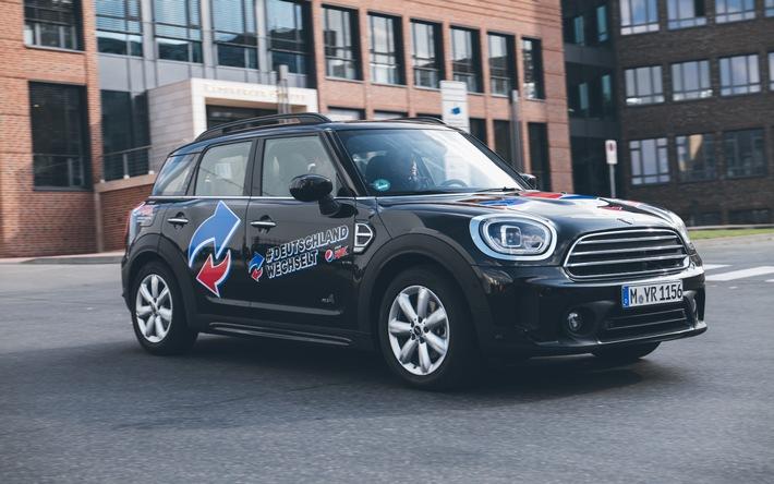 PepsiCo will es wissen: mit Millionen-Investitionen in eine neue 360-Grad-Vertriebsoffensive zum Markenaufbau von Pepsi MAX, die im Mai mit einer aufsehenerregenden Himmelsschreiber-Aktion in Berlin begonnen hat. Das Ziel: den Umsatz in der DACH-Region in den kommenden Jahren verdoppeln. Als Out of Home Maßnahme setzt das Unternehmen jetzt seine aufmerksamkeitsstarke Initiative für die Gastronomiebranche fort: Unter dem Hashtag #DeutschlandWechselt sind bundesweit Gastronomen dazu aufgerufen, den Switch zu den starken PepsiCo Marken zu wagen. / Weiterer Text über ots und www.presseportal.de/nr/58045 / Die Verwendung dieses Bildes ist für redaktionelle Zwecke unter Beachtung ggf. genannter Nutzungsbedingungen honorarfrei. Veröffentlichung bitte mit Bildrechte-Hinweis.