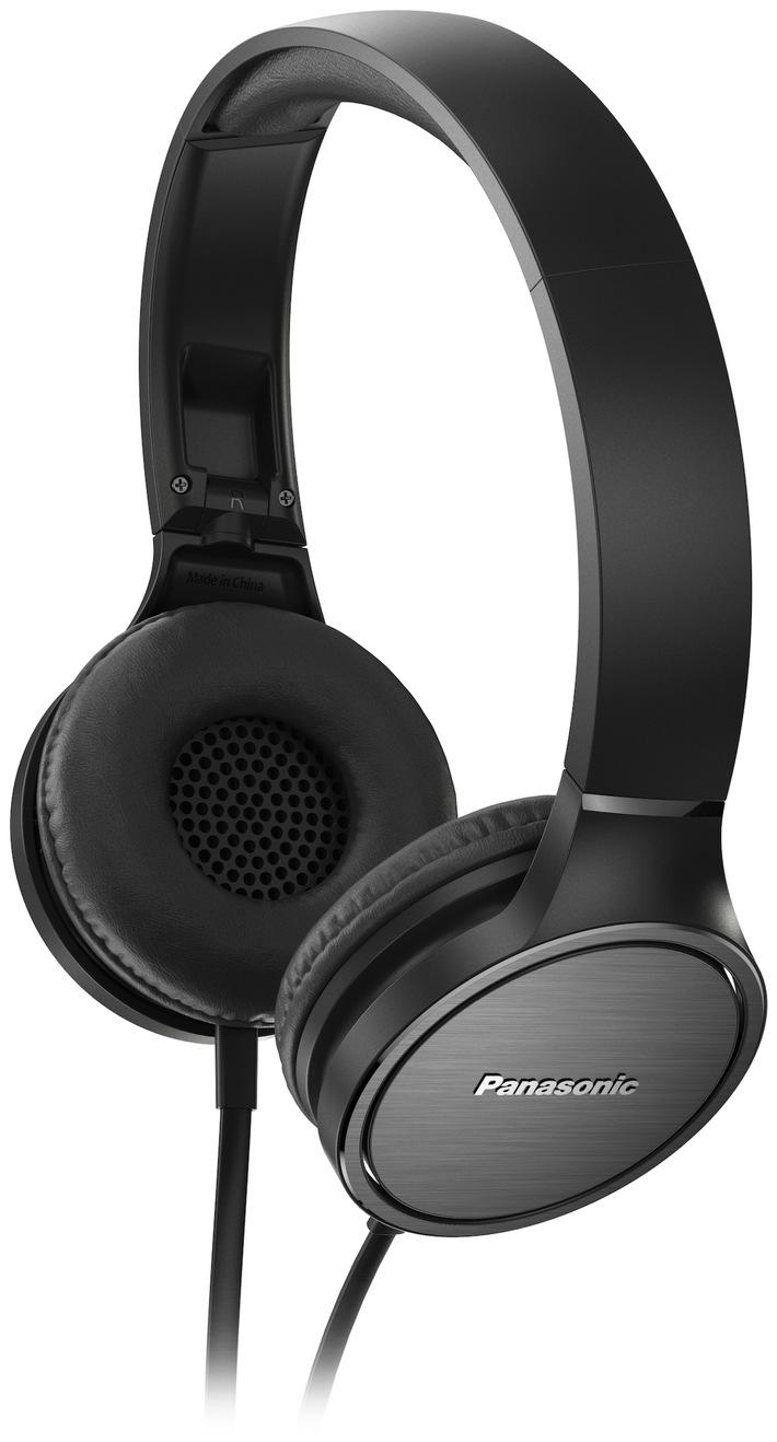 Neue stylische On-Ear Headsets von Panasonic / Faltbare Modelle RP-HF100M und RP-HF500M ab August auf dem Markt