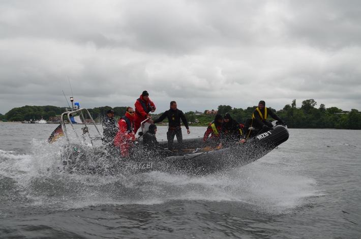 Bootsübungen auf der Flensburger Förde vor Langballigau Quellenangabe: Polizeidirektion Flensburg