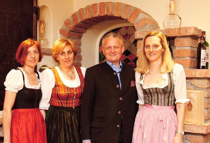 Hotel Eggerwirt gewinnt HolidayCheck-Award 2015 - BILD