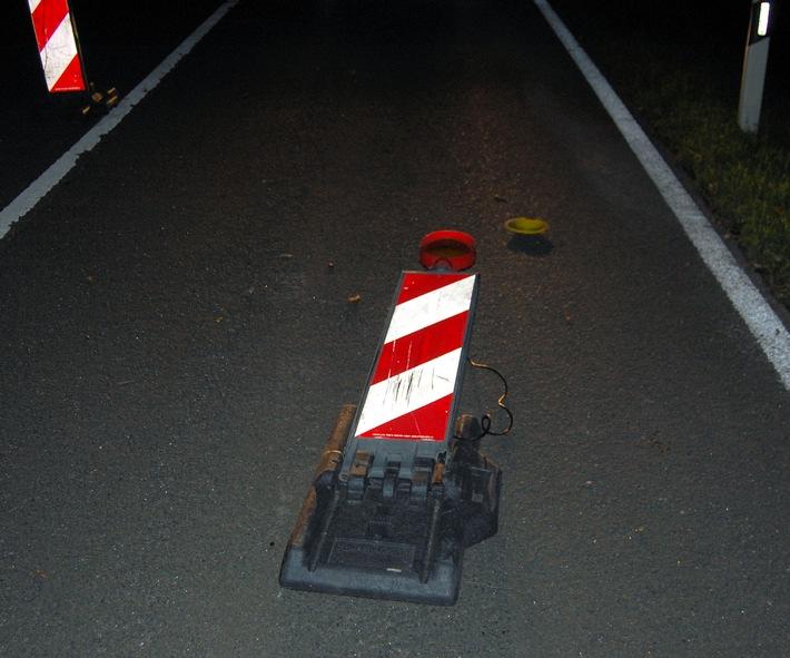 Der Unfallfahrer fuhr im Baustellenbereich statt in die Überleitung zur anderen Fahrspur einfach geradeaus und mähte mehrere Warnbaken mit Leuchten um - der Schaden: rund 1.000 Euro.