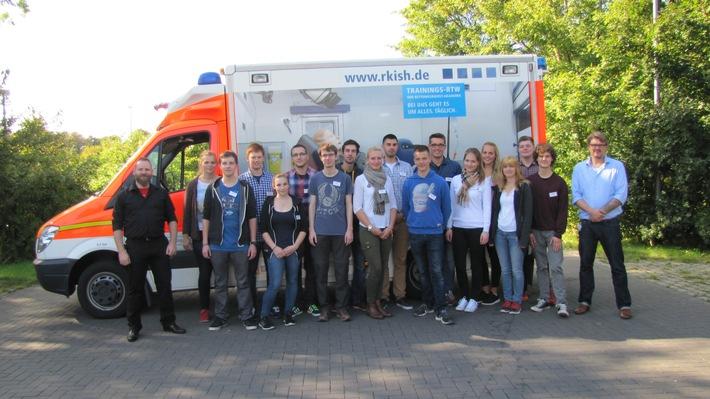 16 junge Menschen haben Anfang Oktober die Ausbildung zum Notfallsanitäter bei der RKiSH begonnen.