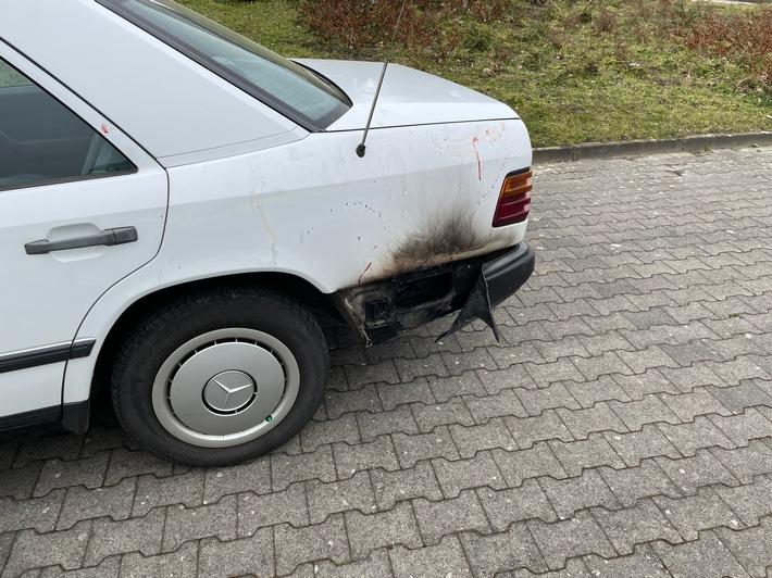 FW-LK Leer: Fahrzeugbrand in Nüttermoor - Fahrer leicht verletzt