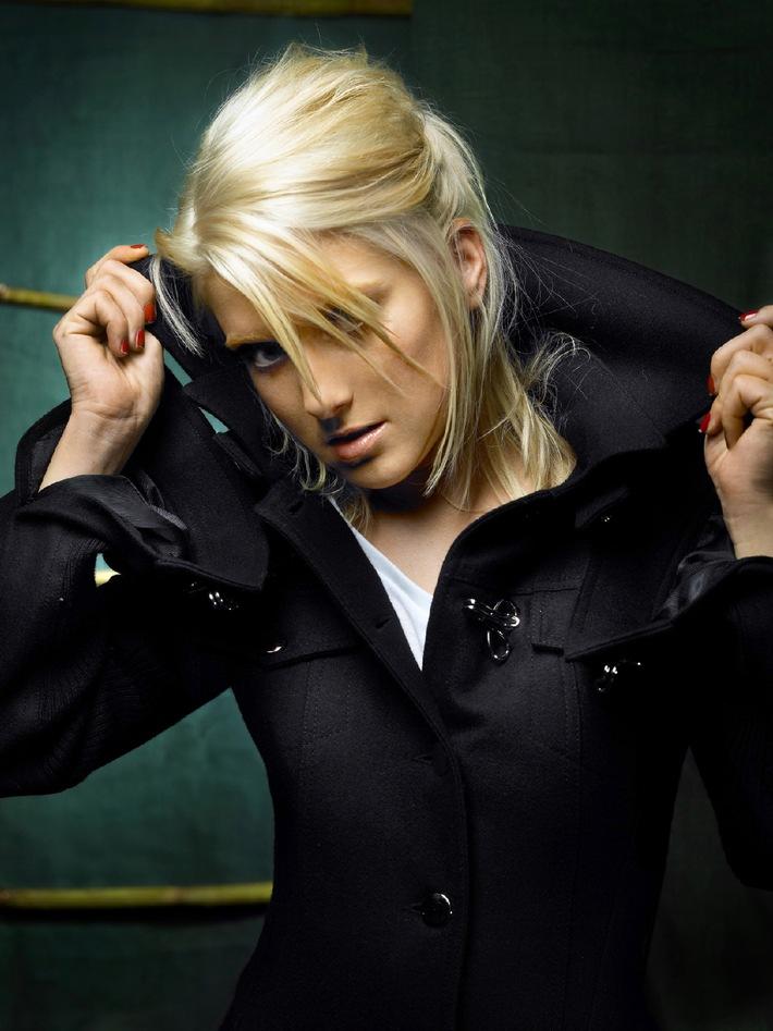Jeanette Biedermann leiht SCHAU HIN! ihre Stimme / Live-Auftritt des deutschen Popstars auf der CeBIT 2006