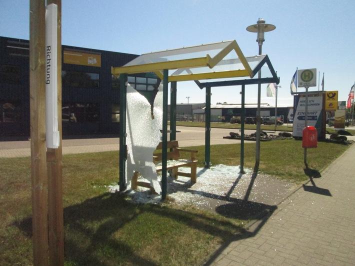 Eines der vier in Tarp beschädigten Buswartehäuschen  Quellenangabe: Polizeidirektion Flensburg