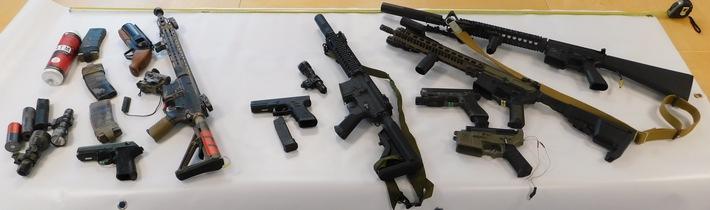 Originalbild Bundespolizei - sichergestellte Waffen und verbotene Gegenstände