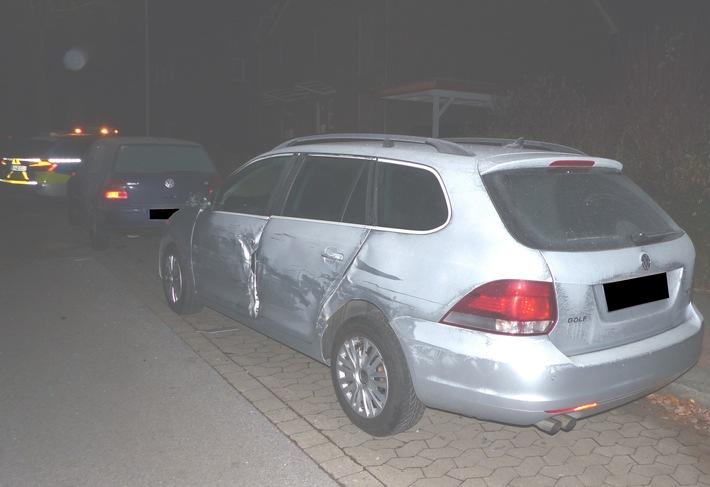 Die beiden Volkswagen wurden bei dem Unfall beschädigt. Foto: Polizei Minden-Lübbecke