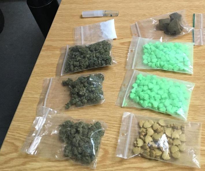 BPOL-BadBentheim: Bundespolizei findet Drogen in Koffer eines 26-Jährigen