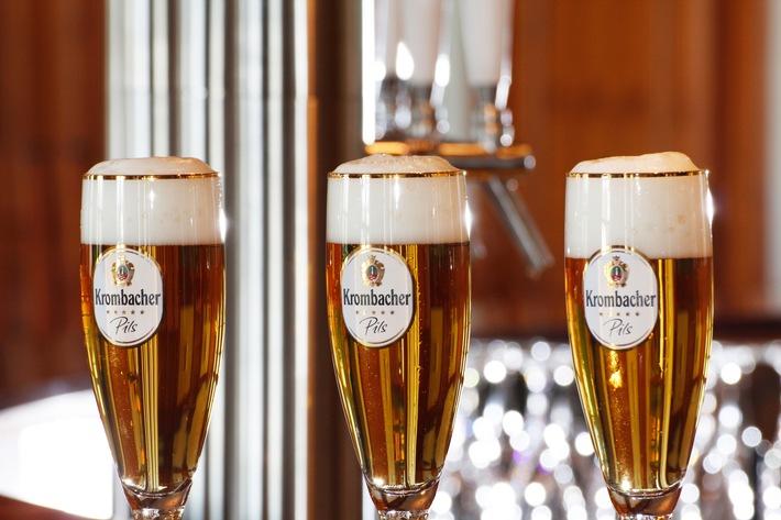 """Erfolgreichstes Jahr der Unternehmensgeschichte: Krombacher Gruppe erhöht Ausstoß um 5,5 % auf 7,499 Mio. hl / Der Umsatz der Krombacher Gruppe stieg um 10,1 % auf 850 Mio. EUR / Krombacher weiterhin beliebteste deutsche Biermarke / Weiterer Text über ots und www.presseportal.de/nr/42000 / Die Verwendung dieses Bildes ist für redaktionelle Zwecke honorarfrei. Veröffentlichung bitte unter Quellenangabe: """"obs/Krombacher Brauerei GmbH & Co."""""""