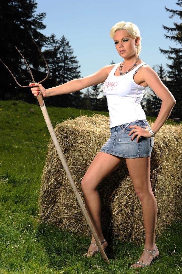 Gina Lisa Ich Bin Die Geilste Blondine Von Grainbach