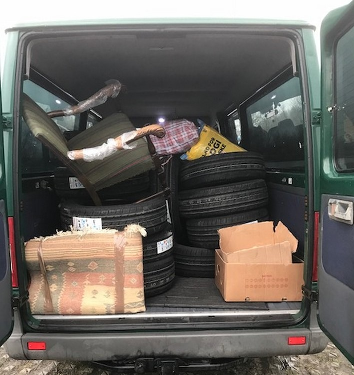 Bundespolizei stellt 12 neue Reifen ohne Kaufbeleg sicher. Foto Bundespolizei