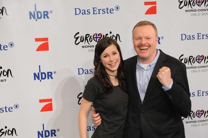 """""""TV total Oslo spezial"""": Stefan Raab sendet zum Eurovision Song Contest eine Woche direkt aus Norwegens Hauptstadt """"TV total Oslo spezial"""" von 22. bis 27. Mai dienstags bis donnerstags um 23.15 Uhr, am 28. Mai um 22.15 Uhr und am Sonntag, 30. Mai, um 19.05 Uhr auf ProSieben. ProSieben stimmt die Nation auf den Eurovision Song Contest 2010 ein: In der Woche vor dem mit Spannung erwarteten Auftritt von """"Unser(em) Star für Oslo"""" Lena Meyer-Landrut bei Europas größtem Musikwettbewerb sendet """"TV total"""" direkt aus Norwegens Hauptstadt. Von Dienstag, 25., bis Freitag, 28. Mai, dreht sich bei Stefan Raab alles um den Eurovision Song Contest, den diesjährigen Austragungsort Oslo und natürlich Deutschlands Grand-Prix-Hoffnung Lena mit ihrem Hit """"Satellite"""". Die Reaktionen auf das deutsche Abschneiden beim Eurovision Song Contest gibtÕs ebenfalls auf ProSieben: Am 30. Mai, dem Sonntag nach der großen Show, zeigt Stefan Raab um 19.05 Uhr im """"TV total Oslo spezial"""" die Highlights der Veranstaltung und spricht mit Lena Meyer-Landrut über ihren Auftritt.  Foto: ©  ProSieben / Willi Weber Foto: © ProSieben/ Willi Weber Dieses Bild darf Ende Mai 2010 honorarfrei fuer redaktionelle Zwecke und nur im Rahmen der Programmankuendigung verwendet werden. Spaetere Veroeffentlichungen sind nur nach Ruecksprache und ausdruecklicher Genehmigung der ProSiebenSat1 TV Deutschland GmbH moeglich. Verwendung nur mit vollstaendigem Copyrightvermerk. Das Foto darf nicht veraendert, bearbeitet und nur im Ganzen verwendet werden. Es darf nicht archiviert werden. Es darf nicht an Dritte weitergeleitet werden. Bei Fragen: 089/9507-1172. Voraussetzung fuer die Verwendung dieser Programmdaten ist die Zustimmung zu den Allgemeinen Geschaeftsbedingungen der Presselounges der Sender der ProSiebenSat.1 Media AG."""