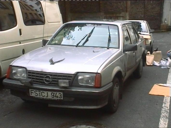 POL-F: Fluchtfahrzeug von vorne: Bild zum Polizeibereicht Nr. 0980 vom 28.7.2000