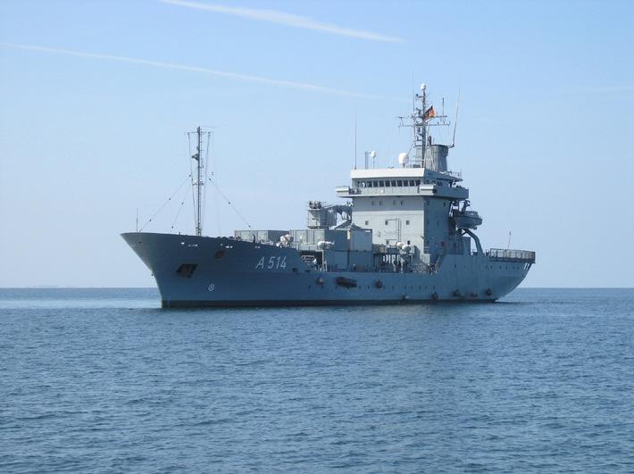 """Archivfoto: Tender """"Werra"""" in See. Foto: Deutsche Marine."""