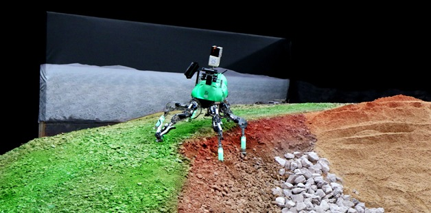 Der Laufroboter Lauron beim SpaceBot Cup des DLR 2015.