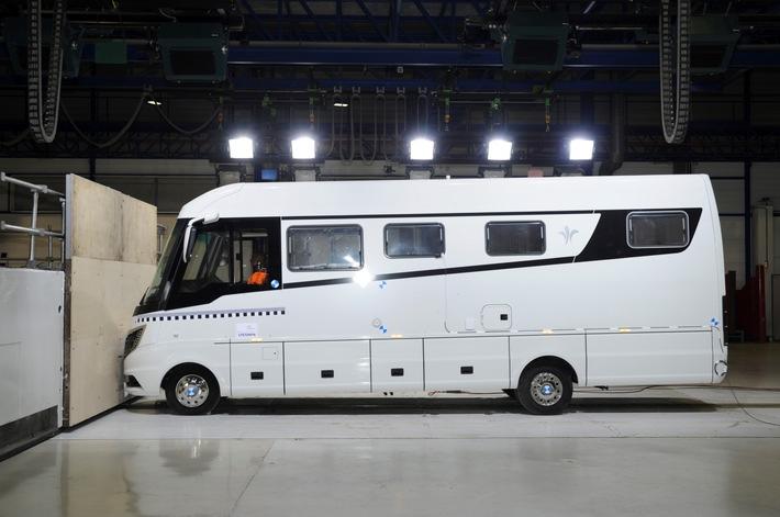 Der Flair: Das erste Luxus-Reisemobil mit Airbag weltweit / Niesmann+Bischoff setzt mit neuem Sicherheitskonzept einen Meilenstein