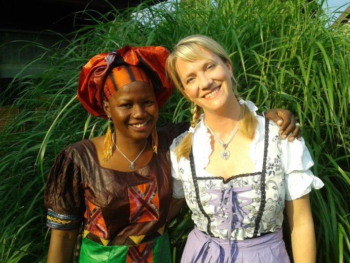 Aus Theorie wird Praxis / Experiment e.V. vermittelt Deutschlehrer aus Afrika in Gastfamilien