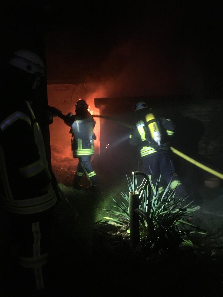 FW Lage: Feuer 2 - Brennt Schuppen - 05.01.2018 - 06:30 Uhr