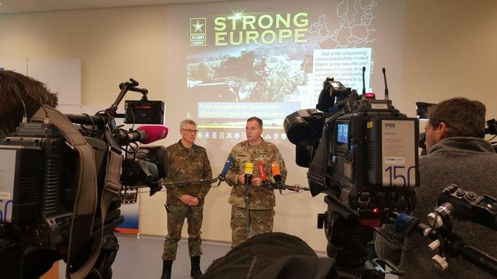 Oberbefehlshaber der US-Landstreitkräfte in Europa, General Hodges (li) mit dem Stellvertreter des Inspekteurs der Streitkräftebasis, Generalleutnant Bohrer während des Medientermins in Garlstedt  Das Bild ist für die redaktionelle Berichterstattung unter Nennung der Quelle freigegeben.
