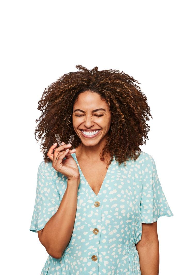 Studie von SmileDirectClub zeigt: Deutsche stehen auf ein schönes Lächeln! / Weiterer Text über ots und www.presseportal.de/nr/141905 / Die Verwendung dieses Bildes ist für redaktionelle Zwecke unter Beachtung ggf. genannter Nutzungsbedingungen honorarfrei. Veröffentlichung bitte mit Bildrechte-Hinweis.