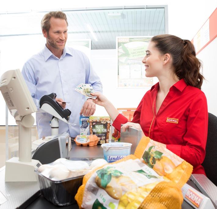 NORMA: Gebührenfrei, flächendeckend Bargeldauszahlung möglich / Beim Discounter aus Nürnberg jetzt bequem Geld abheben (FOTO)