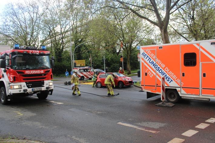 POL-DU: schwerer Verkehrsunfall mit Straßenbahn