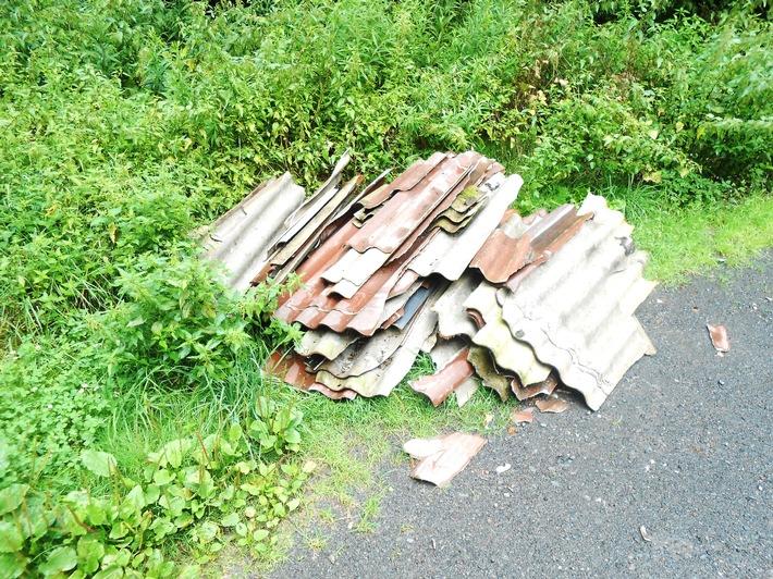Illegaler Müll an der Zollbuche - Wer kann Angaben zur Herkunft der Eternitplatten machen?