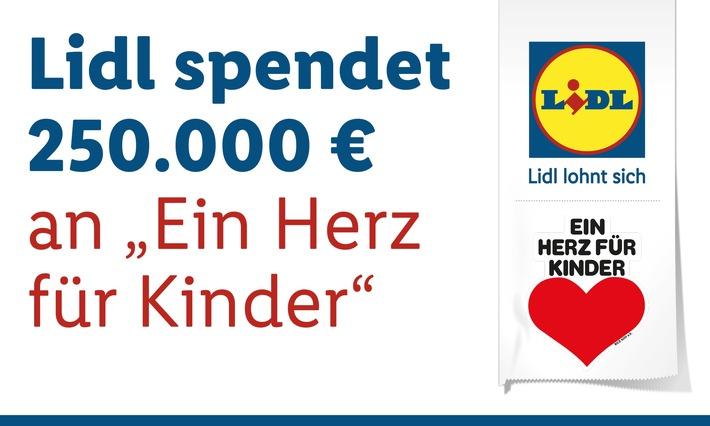 """Lidl Deutschland spendet 250.000 Euro an """"Ein Herz für Kinder""""/ Gemeinsam Kindern in Not helfen: Kunden und Lidl unterstützen die Kinderhilfsorganisation / Weiterer Text über ots und www.presseportal.de/nr/58227 / Die Verwendung dieses Bildes ist für redaktionelle Zwecke honorarfrei. Veröffentlichung bitte unter Quellenangabe: """"obs/LIDL"""""""
