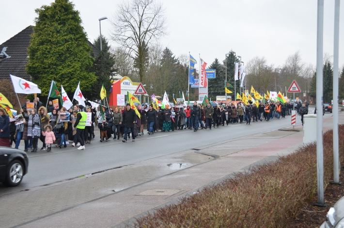Demonstrationszug auf der Altländer Straße