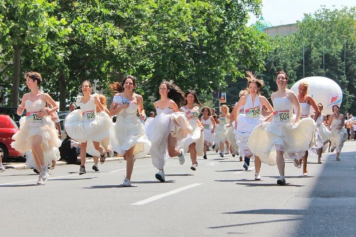 """MAMMA MIA! sucht die schnellste Braut Deutschlands / Erster deutscher Brides Run findet in Stuttgart stattCopyright Shutterstock. Die Verwendung dieses Bildes ist für redaktionelle Zwecke honorarfrei. Veröffentlichung bitte unter Quellenangabe: """"obs/Stage Entertainment Stuttgart/Shutterstock"""""""