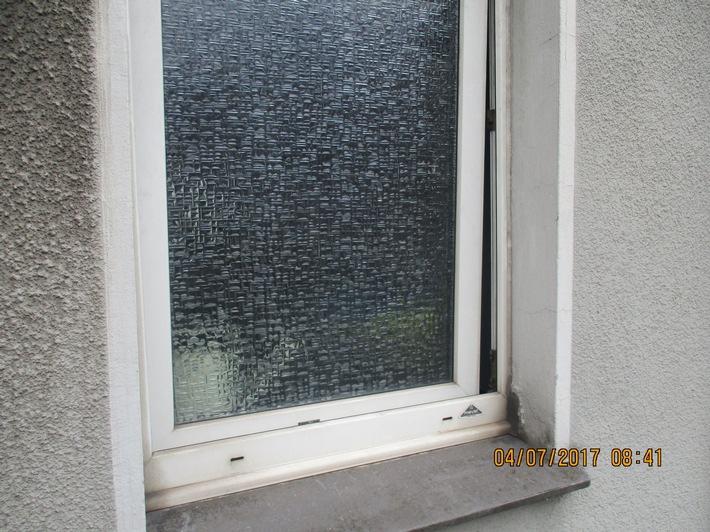 aufgehebeltes Fenster